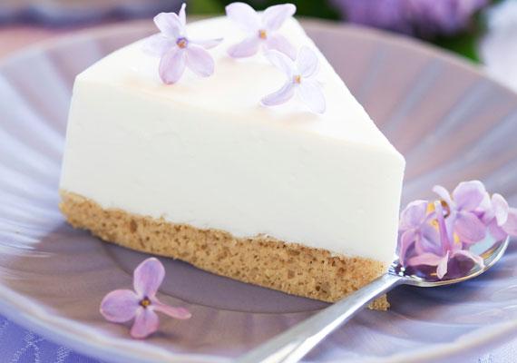 Sütésmentes joghurttortaHa a sütőt sem szeretnéd bekapcsolni ezen a szép napon, akkor készíts joghurttortát a kedvenc gyümölcseitekből! Nagyon gyorsan összedobhatod, a joghurtos krém önmagában is szépen tortává dermed a hűtőben, de a legjobb, ha tejbe áztatott babapiskóta-alapra helyezed.