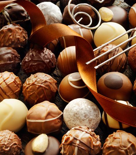 Bak (XII. 22 - I. 20.)  A Bak jegyében született férfi igazi ínyenc, akit könnyen levehetsz a lábáról egy kis finomsággal. Rajong a különleges csokoládéért, de egy tányér nemzetközi fogásnak sem tud nemet mondani, egy vacsorával hamar a kedvére tehetsz. Vagy, ha te magad nem vagy konyhatündér, vidd el egy exkluzív étterembe, ennek garantáltan örül majd.
