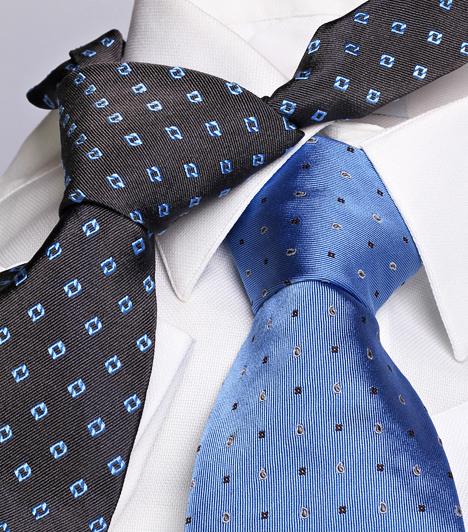 Oroszlán (VII. 23 - VIII. 22.)  Az Oroszlán szereti a luxust és a minőséget, hiszen ez is része hivalkodó jellemének. Ezért, ha megfelelő ajándékot keresel neki, egy márkás nyakkendő, vagy - pénztárcádtól függően - akár egy drága ékszer, netán gravírozott pénzcsipesz is elnyerheti tetszését.