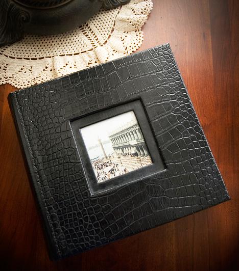 Rák (VI. 22 - VII. 22.)  A Rák a múlt és a nosztalgia jegye. A zodiákus szülötte szereti a régi időket felemlegetni, ezért ideális számára olyan ajándékot venni, ami valamilyen formában emlékeket őriz. Egy fotóalbum például jó szolgálatot tehet, ha Ráknak keresel meglepetést, de akár egy saját kezűleg készített ajándékkal is leveheted a lábáról.