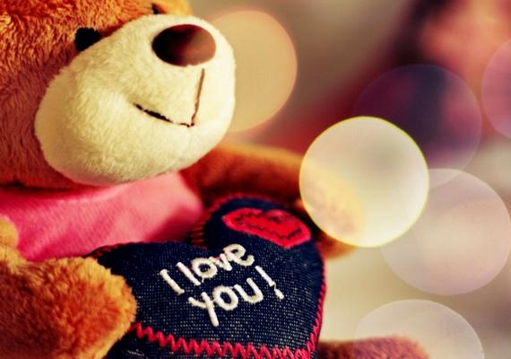Szerelmes plüssmackó.Kattints ide a nagyobb képért! »