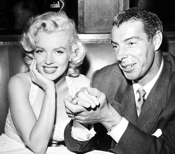 Joe DiMaggio és Marilyn MonroeA boldog és Amerika-szerte ünnepelt pár 1954-ben kötött házasságot, azonban a sporttól visszavonult baseballjátékos Joe nem viselte jól a felesége körül egyre inkább elhatalmasodó médiafigyelmet. Szerelmük ezt nagyon megsínylette, és kilenc hónapi házasság után Monroe beadta a válókeresetet.