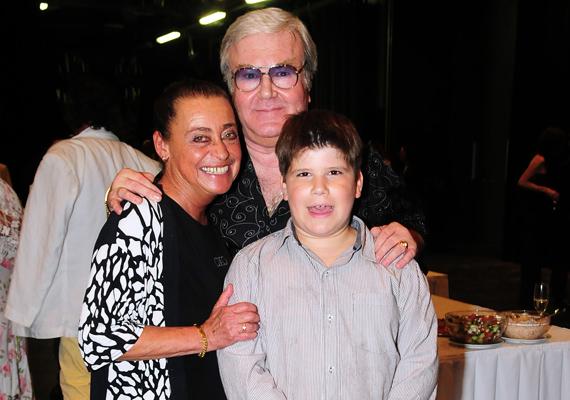 Gálvölgyi János és felesége, Gács Judit - a híres bűvész, Rodolfó lánya - 1971-ben mondták ki a boldogító igent. A frigyből két lány született, akik már unokákkal is megörvendeztették a házaspárt.