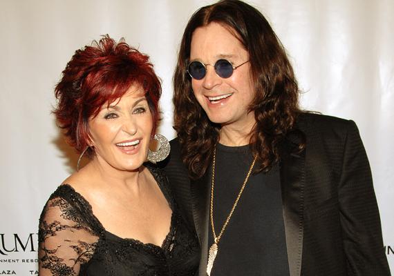 Ozzie Osbourne, a vadóc rocker 31 éve él boldog házasságban a szintén nem mindennapi Sharon Osbourne-nal. Kapcsolatukat még az sem tette tönkre, hogy életükről valóságshow-t forgattak, melyben gyermekeik, Kelly és Jack is szerepet kaptak.