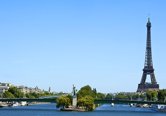 Ha ez egy toplista lenne, minden bizonnyal Párizs lenne az első, ugyanis a francia főváros minden zuga romantikát sugároz.