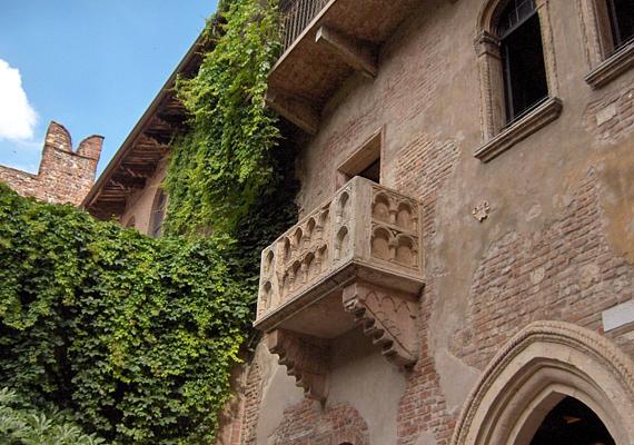 Végül, de nem utolsósorban Verona, az irodalom egyik legszebb szerelmes művének, a Rómeó és Júliának hazája sem maradhat ki, hiszen ez olyan, mint a szerelem fellegvára.