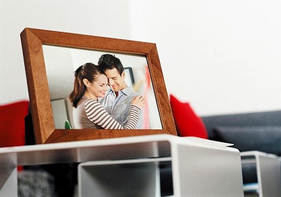 A közös kép édes ajándék, de csak abban az esetben, ha nem nyaggatod a párodat azzal, hogy vigye be a munkahelyére, és tegye az asztalára, hogy napközben is együtt lehessetek.