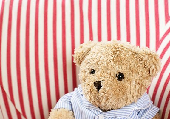 Ha nem szeretnéd Teddy maci holttestét a kukában látni, kibelezett állapotban - ami állítólag a macska lelkén szárad -, akkor ezt is felejtsd el. A párod nem kisfiú már - semmi szüksége a pihe-puha alvótársra, amikor ott vagy neki te.