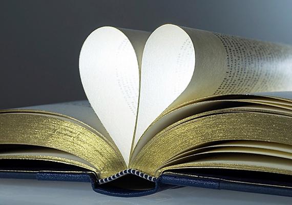 Habár a verseskötet nagyon romantikus ajándéknak tűnik, mutass egy pasit, aki kizárólag erre vágyik!