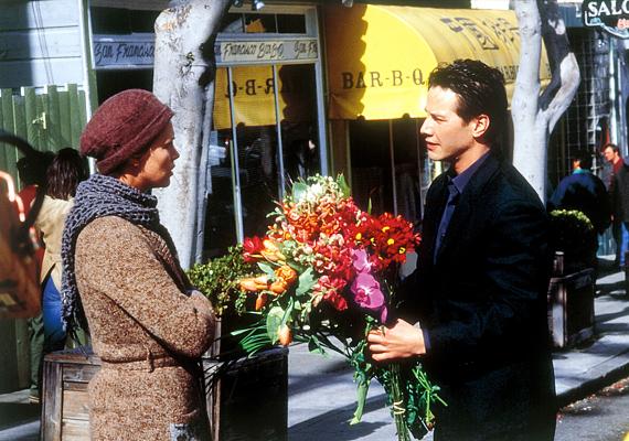 Ragadd meg a kínálkozó alkalmakat, mert előfordul, hogy az idő szorít. Charlize Theron és Keanu Reeves az Édes novemberben próbálkozik legyőzni a perceket.