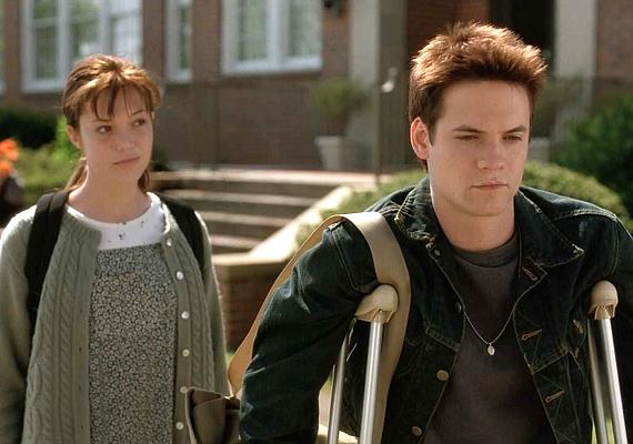 Amikor a suli rosszfiúja - Shane West - büntetésből szerepet kap az iskolai színdarabban, még nem is sejti, hogy a lelkész lánya - Mandy Moore - milyen értékeket rejt. A Séta a múltba csak a velejéig romantikusoknak szól!
