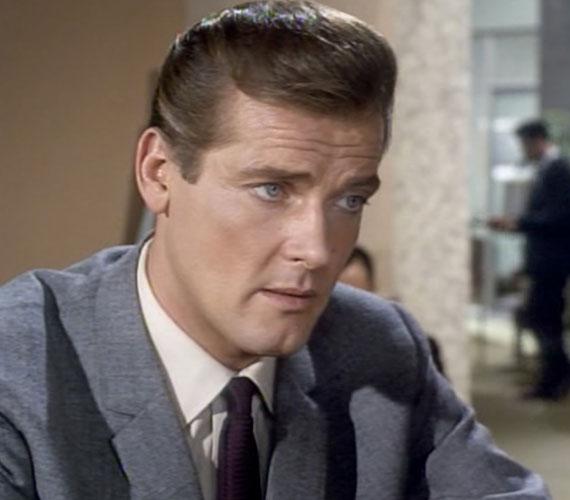 Roger Moore talán máig arról a leghíresebb, hogy ő volt az, aki leváltotta Sean Conneryt a James Bond-filmek főszerepében. Az angol színész a második világháború után tette át székhelyét az Egyesült Államokba, ahol belevetette magát a filmezés világába. Ám igazán nagy sztárnak mégis inkább Európában számít.