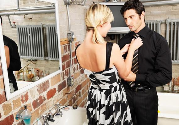 Nemcsak a nők, hanem a férfiak is szeretik a dicséretet. Ha néha minden ok nélkül elmondod, hogy mennyire örülsz, hogy ilyen pasid van, megerősítheted a köteléket kettőtök között.