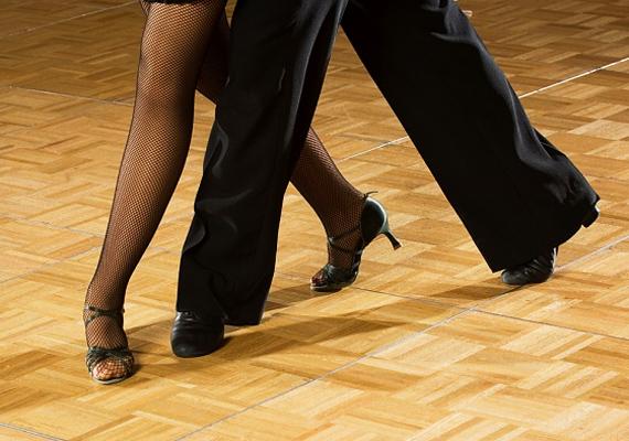 Ha tehetitek, keressetek olyan tanfolyamot, ami még inkább csapattá kovácsol benneteket. Például egy tánckurzus remek közös időtöltést ígér, és akár az intim pillanataitokat is izgalmasabbá teheti.