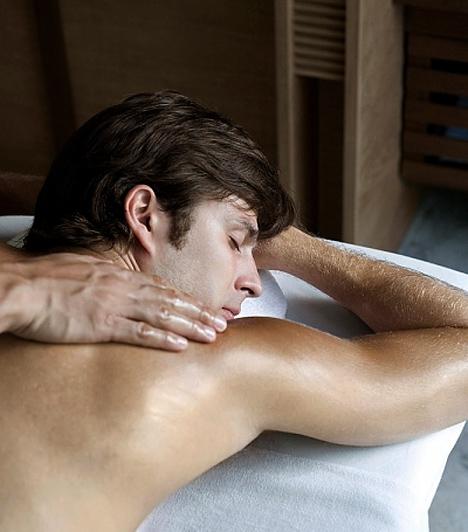Masszázs  Egy kis jóleső kényeztetésre egy pasi sem tud nemet mondani. Vesd be a kezeid és gyúrd át a párod izmait erotikus illatú masszázsolajokkal és garantáltan felébreszted a vágyát.  Kapcsolódó cikk:  Így kedveskedj párodnak érzéki masszázzsal, és örökké hálás lesz neked!
