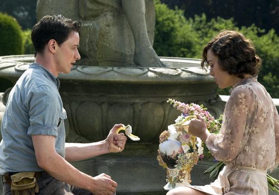 A Vágy és vezeklésben a kis Briony egy félreértés miatt meggyanúsítja nővére - Keira Knightley - szerelmét - James McAvoy -, hogy bűncselekményt követett el. Ezzel pedig beindítja a lavinát a szerelmesek között.