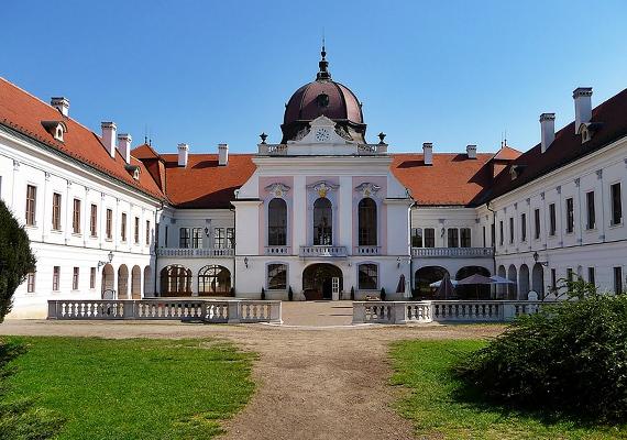 Adri: - Gödöllő az én kedvencem, a főtér és a parkok, a Grassalkovich-kastély környékének szépsége és a leírhatatlan hangulat miatt, amit élőben kell megtapasztalni.