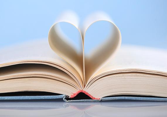 A hogyan varázsolhatjuk harmonikusabbá a kapcsolatunkat témakörben íródott könyvek a pasik számára iszonyú unalmasak, ilyet se vegyél a párodnak, ha jót akarsz. Ha könyvet szeretnél adni neki, válassz valami pasis témát, például kedvenc sportjáról, hobbijáról, vagy kedvenc írójának egy regényét.