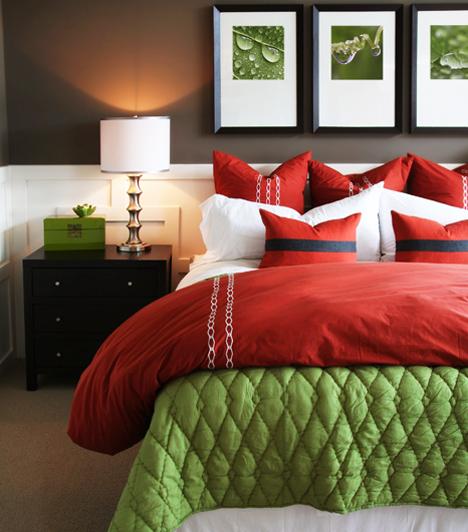 Az ágyban  Ha ti jobban szeretitek a hagyományos megoldásokat, akkor maradhattok természetesen az ágyban is, hiszen itt is számos lehetőség áll a rendelkezésetekre, hogy minél emlékezetesebb maradjon a valentin éjszaka.