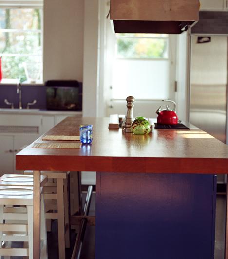 A konyhaasztal  Bár nem a legkényelmesebb megoldás, a konyhaasztal mindig izgalmat visz egyhangú hétköznapokba. Ha a pároddal itt szeretkeztek, az inkább vadnak és féktelennek tűnik, semmint romantikusnak, de pontosan emiatt válik annyira különlegessé.