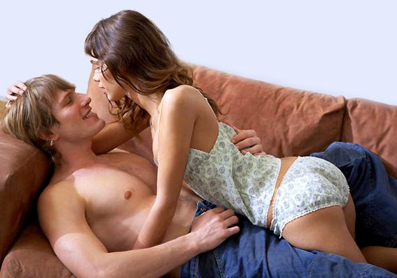 A Grey-trilógia egyik fő vonalát a szexuális alá-fölérendeltségi viszony adja. Te is kipróbálhatod ezt, egyszerűen vedd kezedbe az irányítást aktus közben, légy te az uralkodó fél, hogy a párod behódolhasson neked. Ez a kis szerepjáték mindkettőtöket feltüzelhet.