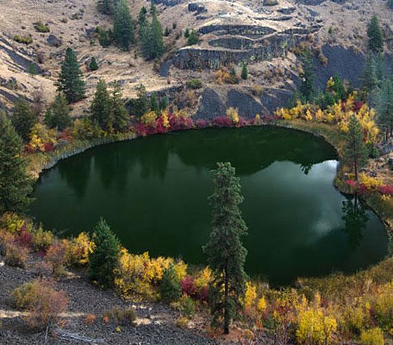 Az Egyesült Államokban található Missoula-tavat szintén a hátramaradó jég hozta létre több ezer évvel ezelőtt.