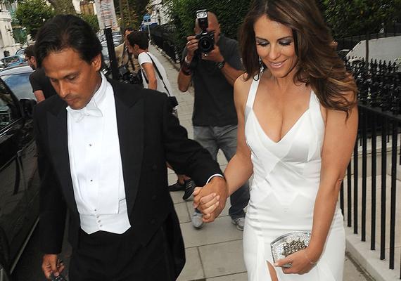 Elizabeth Hurley és Arun Nayar 2007-ben házasodtak össze, három év együtt járás után. Esküvőjük még hollywoodi mércével is sokba került, mintegy 2,5 millió dollárba. Ám úgy tűnik, ez sem volt elegendő ahhoz, hogy örökre szóljon az igen, 2011-ben beadták a válókeresetet.