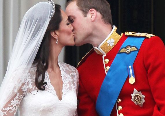Akárcsak egy tündérmese, úgy alakult Vilmos és Katalin hercegné szerelme, amelyet 2011-ben esküvői fogadalommal is megpecsételtek. Az egész világ nyomon követte a Westminster-apátságban zajló ceremóniát, és most legalább ugyanennyi ember figyeli, hogy a britek kedvenc hercegi párjának mikor születik meg a kisbabája. Bár nem kifejezetten sztárpárról van szó, hírnevük vetekszik Hollywood csillagaiéval.