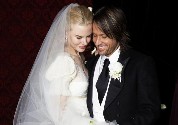 Tom Cruise-tól való válása után Nicole Kidman Keith Urban oldalán találta meg a boldogságot. A pár 2006-ban házasodott össze, azóta két kislányuk született. Házasságuk botrányoktól mentes, talán ennek köszönhetik, hogy már a hetedik évfordulójukat ünnepelhetik idén.