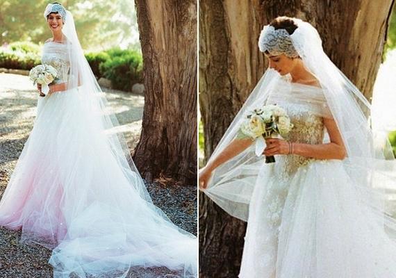 Rózsaszínes aljú Valentino ruhában ment férjhez Anne HathawayAdam Shulmanhez 2012-ben.