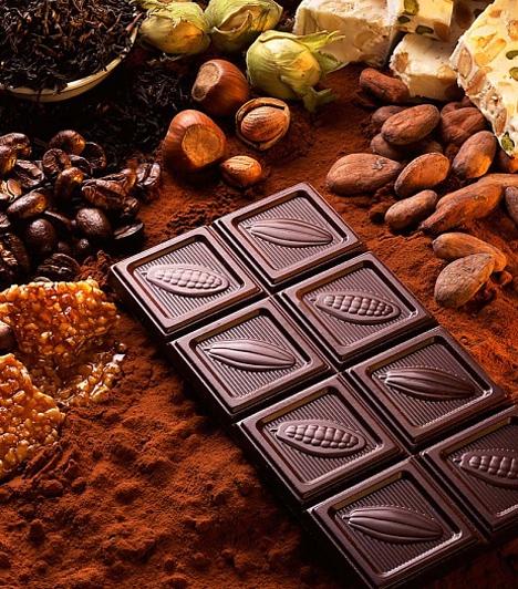 Csokoládé                         Az écsokoládé élénkítő és vérnyomásemelő hatását már a híres csábító, Casanova is tudta. Azóta a kutatók is bebizonyították, hogy a koffeint és teobromint tartalmazó édesség a szerelmhez hasonló érzéseket vált ki a központi idegrendszerben.                         Lepd meg kedvesed egy őrülten csokis finomsággal, ha romantikus estére vágysz.