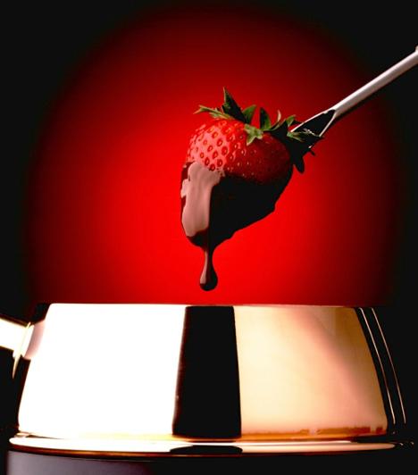 EperA C-vitamin kiváló ajzószer, így értelemszerűen az eper is serkenti a vágyat. Ráaádsul piros színe a szenvedélyt idézi, így elengedhetetlen kelléke a valentin napi kényeztetésnek.