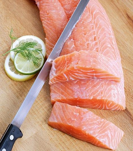 Lazac                         A tengergyümölcsei - köztük a lazac - legendás afrodiziákumok, mivel rengeteg fehérjét, A-, B- és D-vitamint tartalmaznak.                         Nem tudod, hogyan készítsd el? Akkor olvasd el fűszervajas receptünket!