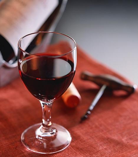 VörösborA vörösbor egy úgynevezett resveratrol nevezetű antioxidánst tartalmaz, amely segíti a véráramlást és a keringést is, így jótékonyan hat a szexuális életedre. Persze csak mértékkel fogyaszd!