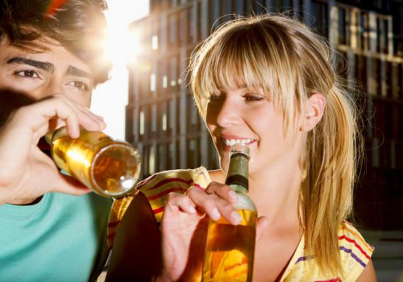 A jó fej barátnőSok pasinak van nőnemű barátja. Az ilyen személyekre kell a legjobban vigyázni, hiszen vele valószínűleg sokat találkozik, és még jó fejnek is tartja, ezért a nő előnyben van más elcsábítókhoz képest.