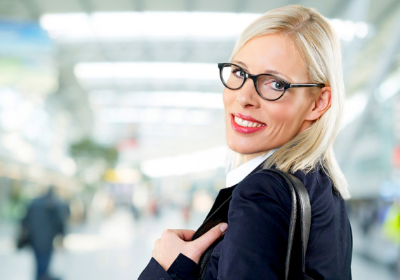 A főnökasszonyFilmekben gyakorta látni alkalmazottaira rámozduló főnökasszonyokat, ám sajnos a valóságban is előfordulhat ilyen eset. Mivel a munkahelyre nem mehetsz a pároddal, a kollégához hasonlóan ezt a típusú csábítót sem könnyű kivédeni.