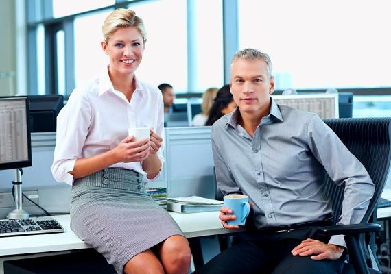 A szexi kolléganőAz egyik legveszélyesebb nőtípus, ugyanis a munkahelyen nem vagy párod mellett, és a nő ezt 100%-ig ki is használhatja. Mérd fel a terepet, vannak-e szexi kolléganői a párodnak, és légy résen!