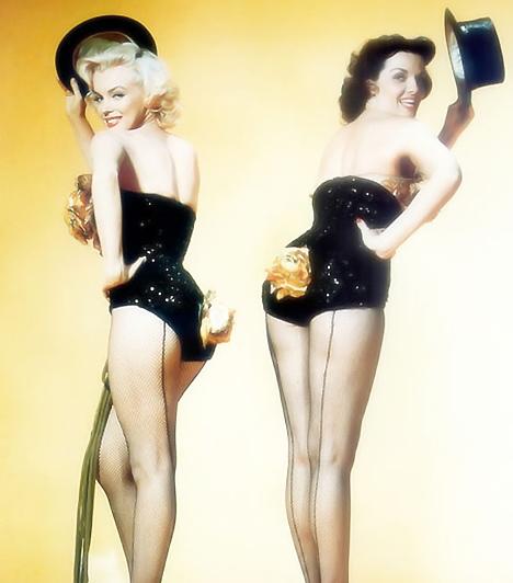 Szőkék előnybenMarilyn Monroe és Jane Russel, a kor két szexikonja egyszerre a vásznon: többről nem is álmodhatott az '50-es évek férfiembere. Az pedig, hogy szexi táncosnőként fűzőt idéző ruhába bújtak, már csak hab volt a tortán, és egyben a divattörténelem emlékezetes pillanata.Kapcsolódó képgaléria:Minden idők 16 legszexisebb nője »