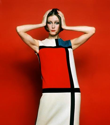 Mondrian ruhaA '60-as éveknek nem volt elég a már önmagában is kacér miniruha, Yves Saint Laurent még tovább ment. 1965-ben divattörténelmet írt azzal, hogy a kortárs művész, Mondrian stílusában kimért négyzetekkel látta el egyenes szabású ruháját. A darab így minden nőies vonalat elrejtett, mégis, a korábbi fűzők divatjával szemben pimaszul lezser és rövidke volt.