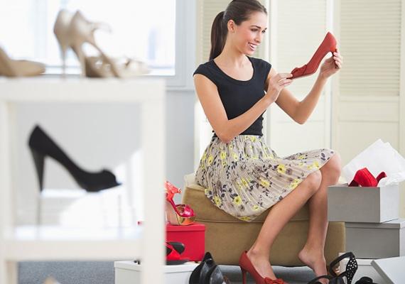 A divatosság és ápoltság is nagyon fontos női tulajdonság. Nem kell, hogy havonta lecseréld a ruhatáradat, de adj magadra. Légy trendi, de ne stílusmegszállott. A narcisztikus hajlamok nem keltenek szimpatikus benyomást.