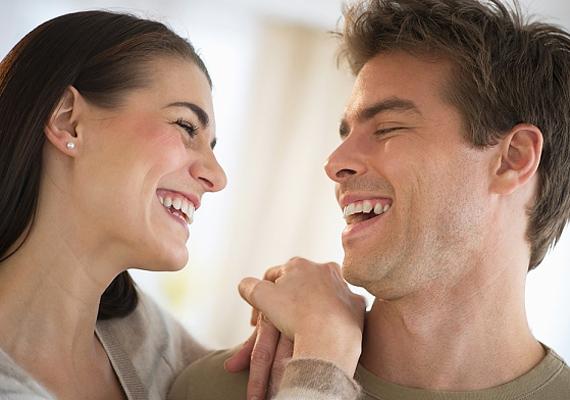 A humor mindennél fontosabb egy párkapcsolatban. Ha szórakoztató vagy, máris nyert ügyed van, hiszen egy citromba harapott nővel senki nem szeretne párkapcsolatot kialakítani.