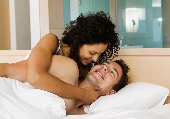 Fontos, hogy szenvedélyes légy az ágyban - és azon kívül is. A pasik szeretik, ha egy nő mindent teljes gőzzel csinál, ugyanakkor vigyázz, nehogy átess a ló túlsó oldalára, és a túlbuzgósággal elriaszd a másik embert.