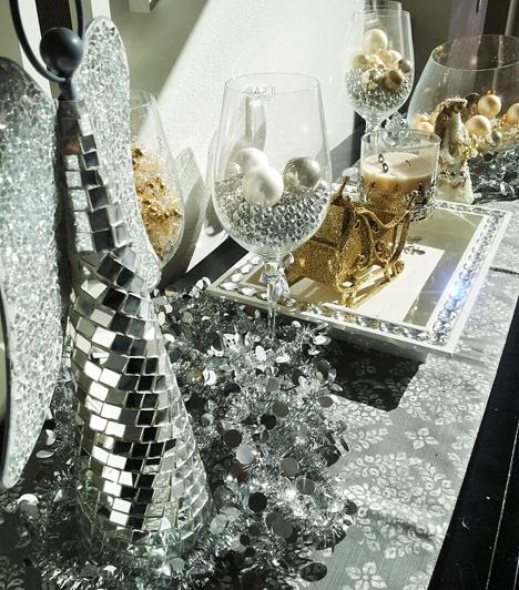 Tökéletes párosítás  Az ezüst és arany harmóniája leginkább karácsonykor érvényesül, ezért bátran használd őket egy összeállításban az asztal közepén vagy a komód tetején. Így még a portalanítást is megúszhatod egy ideig!