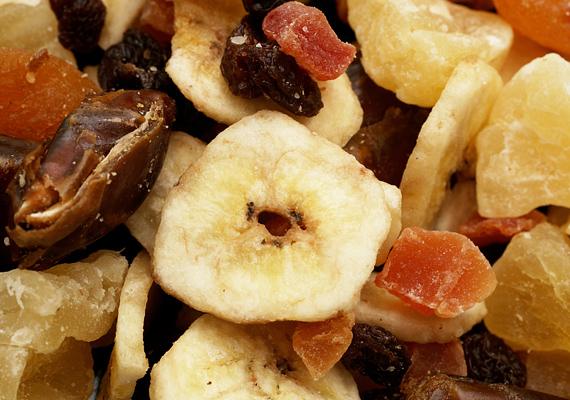 Az aszalt gyümölcsöket te magad is kiszáríthatod. Alma, banán, szilva, füge - csak a képzeleted szabhat határt.