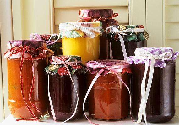 A házi lekvárnál nincs is finomabb, akár pirítósra kenve, akár süteménybe is felhasználhatja az, akinek adod.