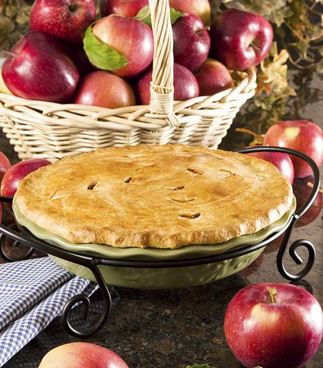 Almáspite  A téli szezon slágere a zamatos, lédús alma. Valószínűleg ilyen idő tájt a te nagymamád is előszeretettel süti tonnaszám a fahéjtól illatozó almáspitéket, hátha egy egész hadsereg menekül be hozzá a hideg elől. Készítsd el te is ezt a mesés desszertet, hiszen nem nagy ördöngösség, ugyanakkor isteni finom!  Kapcsolódó cikk: Klasszikus almáspite recept »