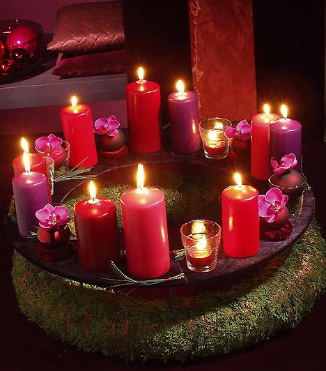 Piros-lila: a klasszikus piros és a divatos lila remek kiegészítői egymásnak. Mohakoszorúdra több gyertyát is tehetsz, de jelölj ki négyet, melyek a vasárnapokat szimbolizálják. Kapcsolódó cik: Illatos, látványos karácsonyi díszek 10 perc alatt »