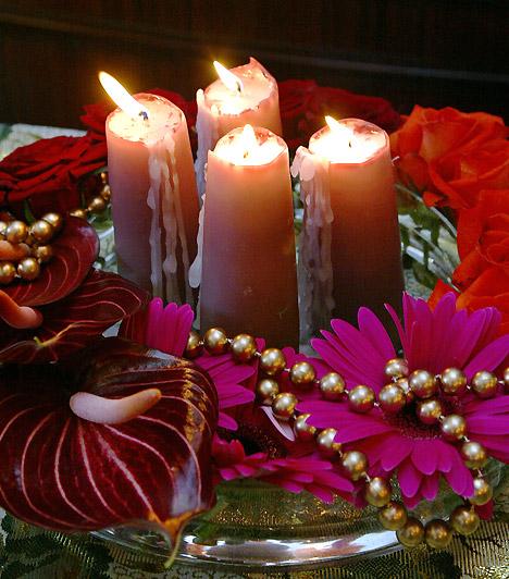 Virágosan: a virágokkal sosem hibázhatsz. Csupán néhány szál gerberával, kálával vagy rózsával gyönyörű koszorút készíthetsz.