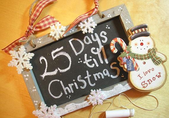 Biztos akad a gyerek játékai között egy tábla krétával. Írjátok rá, hogy még 25 nap van karácsonyig, majd minden nap változtassátok a számot. Így izgalmassá válik a visszaszámlálás.