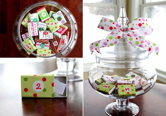 A szépen kidekorált gyufásdobozokat a süteménytartóban is elhelyezheted. Hogy látványosabb legyen, köss a tetejére egy masnit. A csoki helyett rejts el a dobozokban karácsonyi üzeneteket.